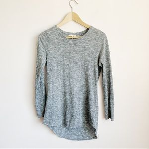 heathered grey long sleeve hi-lo oak + fort top